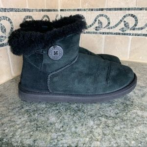 UGG Mini Bailey Button Black Size 40 / 9